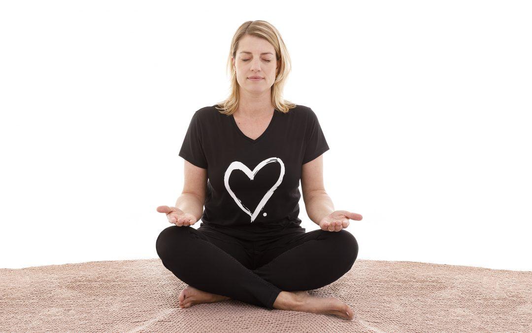 meditatie rust ontspanning zitten open handen energie